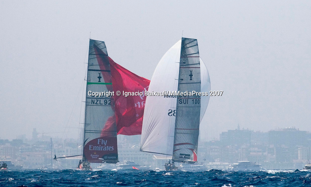 Alinghi SUI100 vs Emirates Team New Zealand NZL92 (Alinghi won)<br /> NZL92 with the spinnaker broken