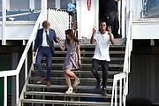 Setbezoek familiefilm  Hotel de Grote L op het strand van IJmuiden.<br /> <br /> Op de foto:   Tobias Kersloot, Abbey Hoes en Jasha Rudge.