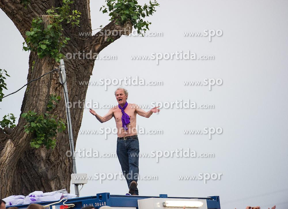02.06.2014, FAC-Platz, Wien, AUT, RL Relegation, FAC Team Wien vs SV Austria Salzburg, im Bild Salzburg Fan. EXPA Pictures © 2014, PhotoCredit: EXPA/ Michael Gruber