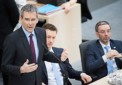 21.03.2018, Hofburg, Wien, AUT, Parlament, Sitzung des Nationalrates mit Budgetrede des Finanzministers für das Doppelbudget 2018 und 2019, im Bild Finanzminister Hartwig Löger (ÖVP), Kanzleramtsminister Gernot Blümel (ÖVP) und Innenminister Herbert Kickl (FPÖ) // Austrian Minister for Finance Hartwig Loeger, Austrian minister of chancellary Gernot Bluemel and Austrian Minister for the Interior Herbert Kickl during meeting of the National Council of austria with the presentation of the Austrian government budget for 2018 and 2019 at Hofburg palace in Vienna, Austria on 2018/03/21, EXPA Pictures © 2018, PhotoCredit: EXPA/ Michael Gruber