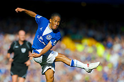 LIVERPOOL, ENGLAND - Sunday, September 20, 2009: Everton's Steven Pienaar in action against Blackburn Rovers during the Premiership match at Goodison Park. (Pic by David Rawcliffe/Propaganda)