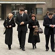 NLD/Leusden/20080213 - Uitvaart Benny Neijman, Anneke Gronloh en geheel rechts Adriaan van Lierop, Bart Peeters