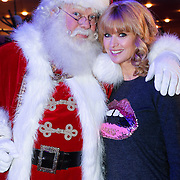 NLD/Hilversum/20121207 - Skyradio Christmas Tree, fred van Leer en Daphne Deckers met de kerstman