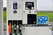 Nederland, Zeewolde, 23-12-2014Een onbemand pompstation van Avia. Zelfbediening, Automaat, pompautomaat, tankautomaat. Een van de slangen tankt blue one 95, een benzine met 15% bioethanol en alleen geschikt voor moderne motoren, benzinemotoren..Foto: Flip Franssen/Hollandse Hoogte