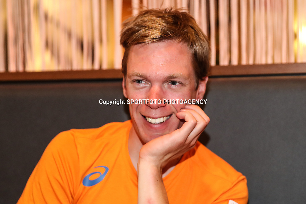 04-04-2017: Wielrennen: Persmoment KNWU: Apeldoorn<br /> APELDOORN (NED) baanwielrennen<br /> Wim Stroetinga