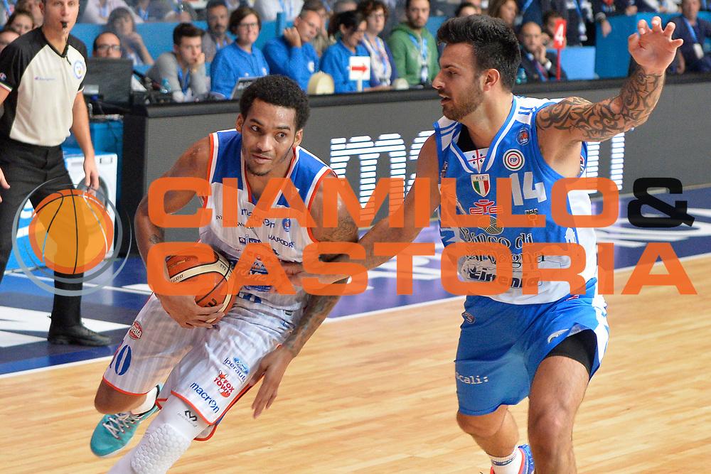 DESCRIZIONE : Cant&ugrave; Lega A 2015-16 Acqua Vitasnella Cantu' vs Dinamo Banco di Sardegna Sassari<br /> GIOCATORE : LaQuinton Ross<br /> CATEGORIA : Penetrazione<br /> SQUADRA : Acqua Vitasnella Cantu'<br /> EVENTO : Campionato Lega A 2015-2016<br /> GARA : Acqua Vitasnella Cantu'  Dinamo Banco di Sardegna Sassari<br /> DATA : 12/10/2015<br /> SPORT : Pallacanestro <br /> AUTORE : Agenzia Ciamillo-Castoria/I.Mancini<br /> Galleria : Lega Basket A 2015-2016  <br /> Fotonotizia : Acqua Vitasnella Cantu'  Lega A 2015-16 Acqua Vitasnella Cantu' Dinamo Banco di Sardegna Sassari   <br /> Predefinita :