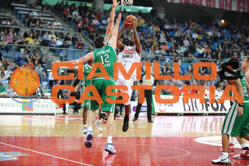DESCRIZIONE : Pesaro Lega A 2008-09 Scavolini Spar Pesaro Montepaschi Siena<br /> GIOCATORE : Ramel Curry<br /> SQUADRA : Scavolini Spar Pesaro<br /> EVENTO : Campionato Lega A 2008-2009<br /> GARA : Scavolini Spar Pesaro Montepaschi Siena<br /> DATA : 11/04/2009<br /> CATEGORIA : tiro<br /> SPORT : Pallacanestro<br /> AUTORE : Agenzia Ciamillo-Castoria/M.Marchi
