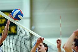 16-04-2005 VOLLEYBAL: DROS ALTERNO-BUYWAYS DONITAS: APELDOORN<br /> <br /> In een bomvolle Alternohal stelde Dames 1 van Dros/Alterno zich kandidaat voor het kampioenschap in de 1e divisie. Koploper Donitas werd met 3-1 verslagen, waardoor beide ploegen nu de koppositie delen / <br /> <br /> ©2005-WWW.FOTOHOOGENDOORN.NL