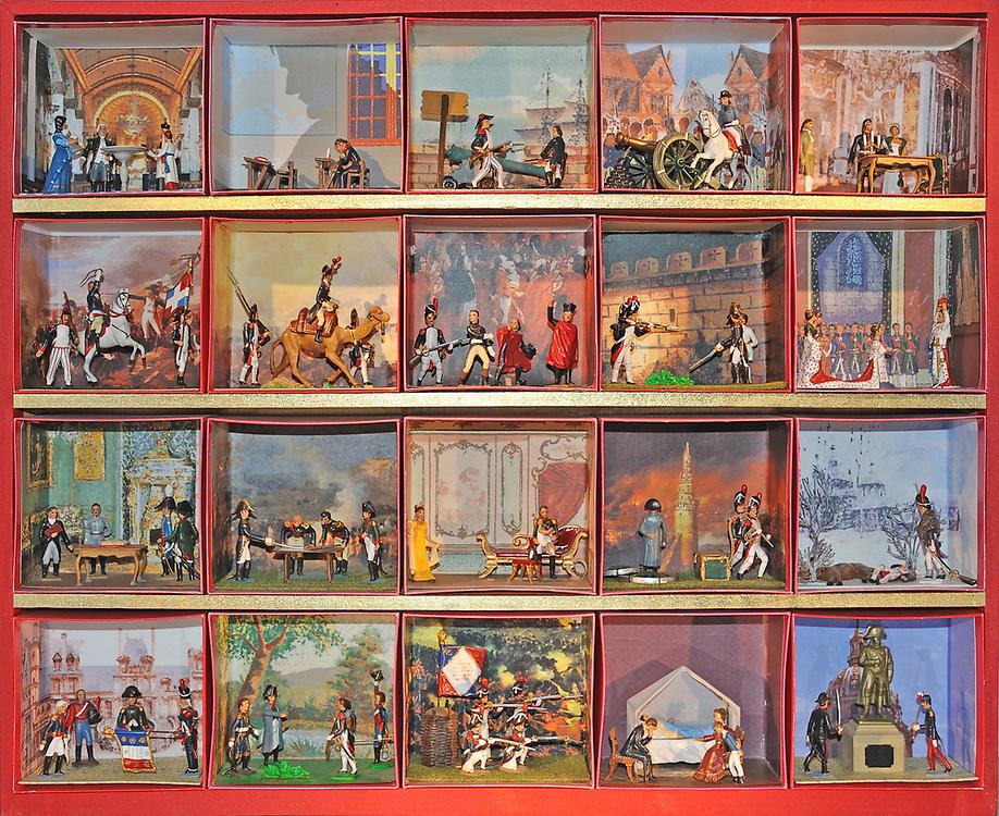 19 avril 2017: En Anjou, l'entreprise CBG Mignot dirigé par monsieur Pemzec réalise des figurines de plomb peintent à la main. L'entreprise produit des boites relatant les grandes étapes de la vie de Napoléon Bonaparte, elles sont toutes présentées dans le musée de l'entreprise. LA BREILLE LES PINS (49), FRANCE.