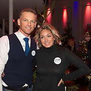 NLD/Hilversum/20151207- Sky Radio's Christmas Tree for Charity, Barry Atsma  en zangeres Do