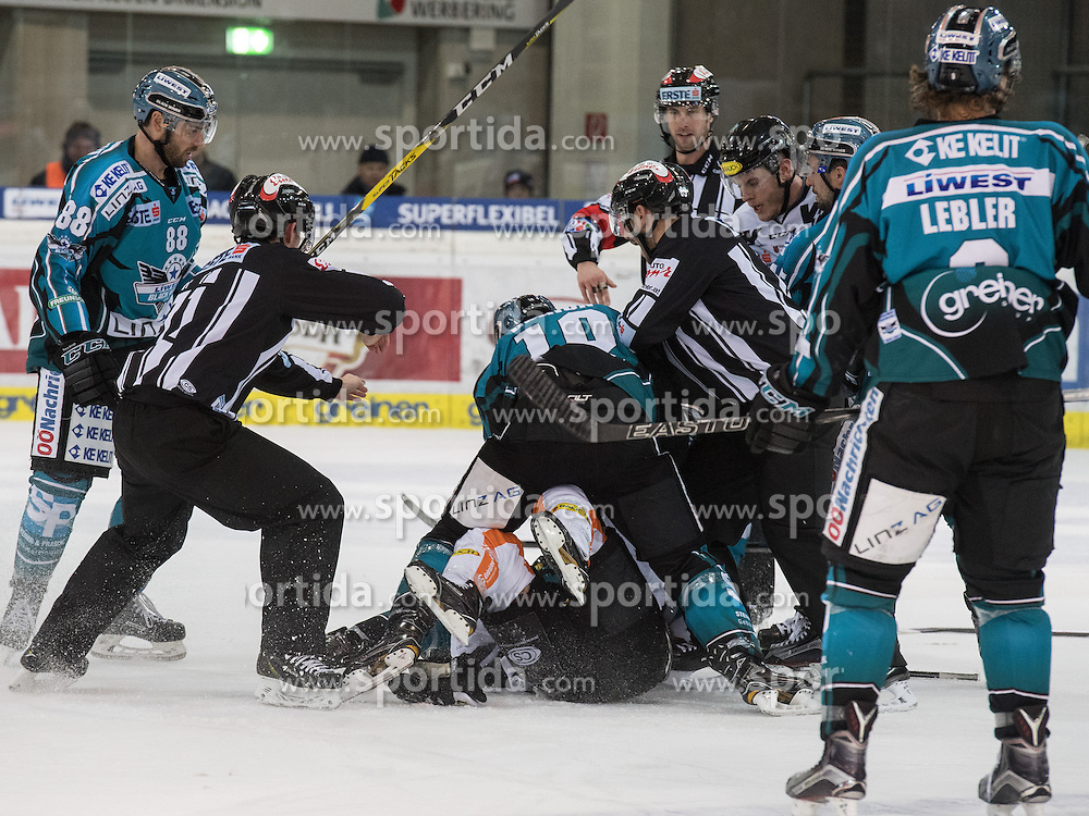 01.12.2016, Keine Sorgen Eisarena, Linz, AUT, EBEL, EHC Liwest Black Wings Linz vs Dornbirner Eishockey Club, 25. Runde, im Bild Marc-Andre Dorion (EHC Liwest Black Wings Linz) boxt Brock McBride (Dornbirner Eishockey Club) // during the Erste Bank Icehockey League 25th round match between EHC Liwest Black Wings Linz and Dornbirner Eishockey Club at the Keine Sorgen Icearena, Linz, Austria on 2016/12/01. EXPA Pictures © 2016, PhotoCredit: EXPA/ Reinhard Eisenbauer