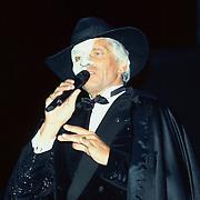 1e Paal Reeuwijksepoort in Reeuwijk, Ben Cramer als het spook van Opera