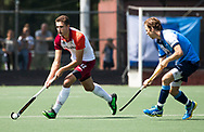 AMSTELVEEN -  Jonas de Geus (Almere) met Gijs Buissant ,   Play Offs / Outs Hockey hoofdklasse.  Hurley-Almere (0-1) . Almere wint blijft in de hoofdklasse. COPYRIGHT KOEN SUYK