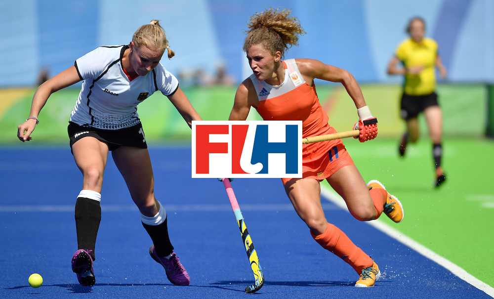 Germany's Hannah Kruger (L) vies with Netherlands' Maria Verschoor during the women's semifinal field hockey Netherlands vs Germany match of the Rio 2016 Olympics Games at the Olympic Hockey Centre in Rio de Janeiro on August 17, 2016. / AFP / Pascal GUYOT        (Photo credit should read PASCAL GUYOT/AFP/Getty Images)