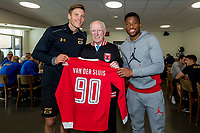 Henk van der Sluis 90 jaar, AZ speler Wout Weghorst, AZ speler Fred Friday