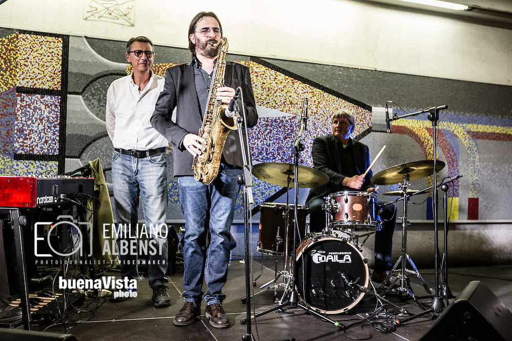 Roma, Lazio, Italia, 31/05/2016<br /> Concerto jazz di Geg&egrave; Telesforo e Max Ionata all'interno della stazione Metro Repubblica. E' il primo vero concerto all'interno della metropolitana di Roma. L'evento fa parte del progetto Tramjazz.<br /> <br /> Rome, Lazio, Italy, 31/05/2016<br /> Jazz concert of Geg&egrave; Telesforo e Maz Ionata into the Repubblica metro station. It's the first real concert organized into the metro of Rome. The event is part of the Tramjazz project