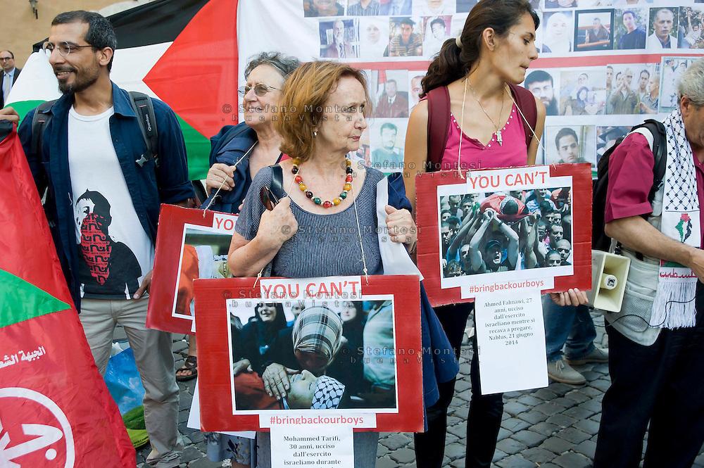 Roma 25 Giugno 2014<br /> Presidio davanti al Parlamento , per denunciare la situazione in Palestina, per il rispetto della legalità internazionale e dei diritti umani nella Palestina occupata. I manifestanti  protestano anche  contro il governo e le forze armate israeliane che in seguito alla scomparsa di tre giovani coloni dalla zona C della Cisgiordania occupata (zona sotto il completo controllo militare dell'esercito israeliano), ricorrono alla punizione collettiva di tutta la popolazione palestinese.<br /> Rome June 25, 2014 <br /> Protest outside the Parliament, to denounce the situation in Palestine, for the respect of international law and human rights in occupied Palestine. I Demonstrators protest also against the government and the IDF that following the disappearance of three young settlers from the area C the occupied West Bank (the area under the complete control of the Israeli military), they resort to collective punishment of the entire Palestinian population.