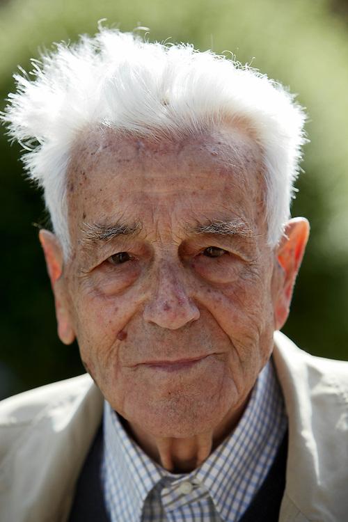 24 JUN 2009 - Tenno (TN) - Dott. Arrigo Guella, scopritore del sito archeologico di San Martino.