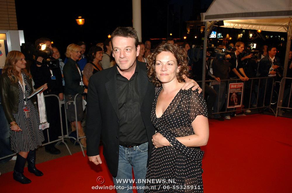 """NLD/Utrecht/20060927 - Premiere """"Ober"""" en opening Nederlands Film Festival, Kees Prins en partner Iris Römer"""