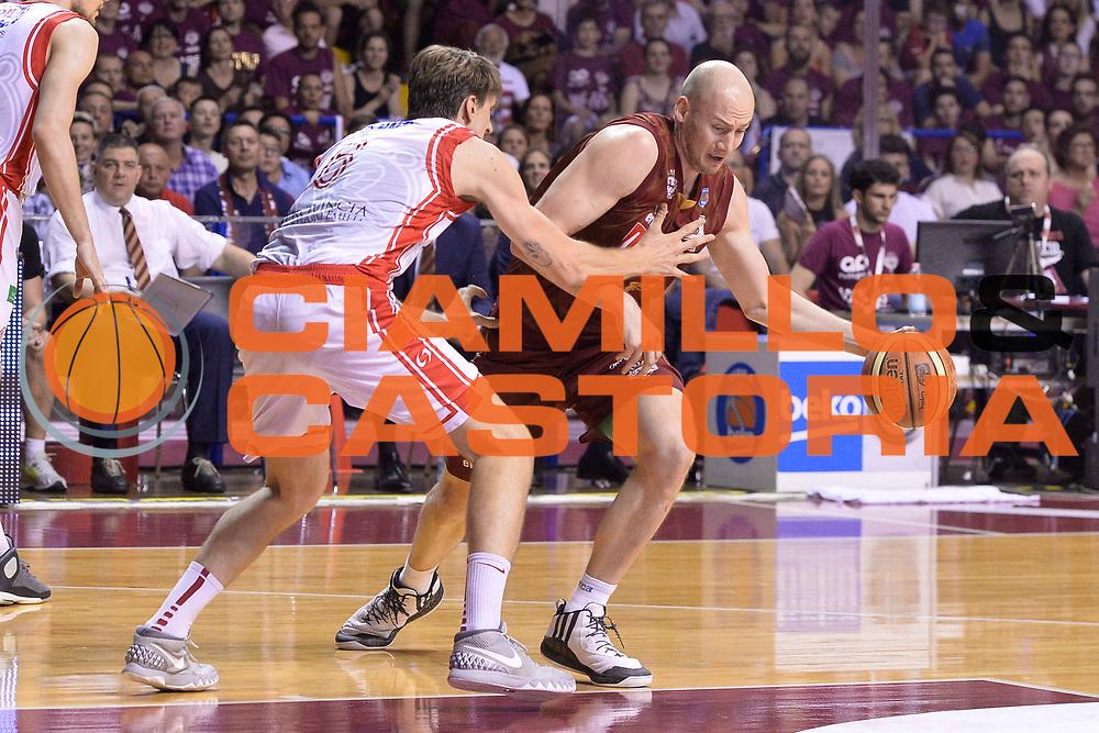 DESCRIZIONE : Venezia Lega A 2014-15 Umana Venezia-Grissin Bon Reggio Emilia  playoff Semifinale gara 7<br /> GIOCATORE :Peric Hrvoje<br /> CATEGORIA :  Low Palleggio<br /> SQUADRA : Umana Venezia<br /> EVENTO : LegaBasket Serie A Beko 2014/2015<br /> GARA : Umana Venezia-Grissin Bon Reggio Emilia playoff Semifinale gara 7<br /> DATA : 11/06/2015 <br /> SPORT : Pallacanestro <br /> AUTORE : Agenzia Ciamillo-Castoria /Richard Morgano<br /> Galleria : Lega Basket A 2014-2015 Fotonotizia : Reggio Emilia Lega A 2014-15 Umana Venezia-Grissin Bon Reggio Emilia playoff Semifinale gara 7<br /> Predefinita :