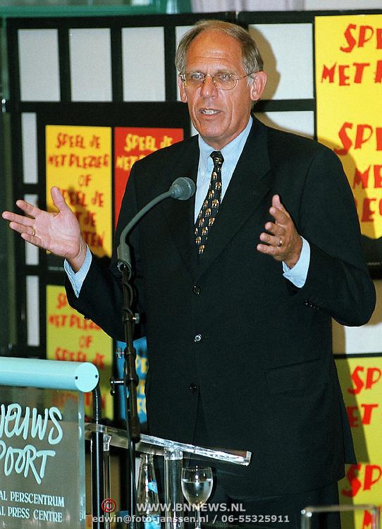 Presentatie VIE Nieuwspoort, minister Hans Dijkstal