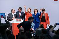 06 DEC 2019, BERLIN/GERMANY:<br /> Norbert Walter-Borjans, SPD Parteivorsitzender, Thorsten Schaefer-Guembel, Gesellschaft fuer Internationale Zusammenarbeit, Manuela Schwesig, SPD, Ministerpraesidentin Mecklenburg-Vorpommern, Malu Dreyer, SPD, Ministerpraesidentin Rheinland-Pfalz, SPD und Saskia Esken, MdB, SPD Parteivorsitzende, (v.L.n.R.), SPD Bundesprateitag, CityCube<br /> IMAGE: 20191206-01-100<br /> KEYYWORDS: Party Congress, Parteitag, Thorsten Schäfer-Gümbel
