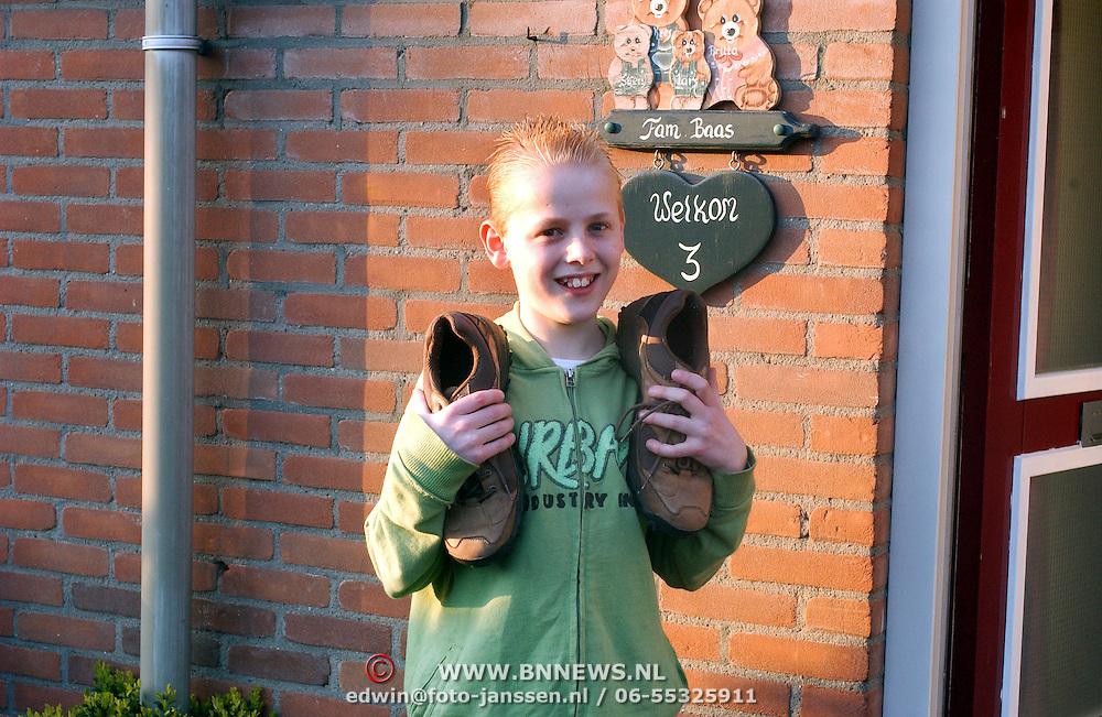 NLD/Huizen/20080408 - Sven Baars Krib 3 Huizen gaat met zijn vader Nijmeegse Vierdaagse lopen