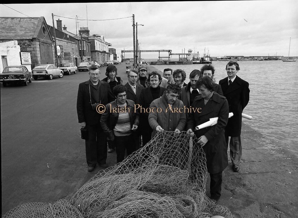 French Fishermen At Howth.   (M27).<br /> 16.10.1978.<br /> 10.16.1978.<br /> 16th October 1978.<br /> B.I.M.(Bord Iascaigh Mhara),The Irish Fisheries Board,invited a group of French fishermen to visit the facilities at Howth, Dublin. The fishermen took in a tour of IC Trawl Ltd and the West Pier on their visit.<br /> Image shows the fishermen and BIM officials examining nets at the West Pier, Howth.