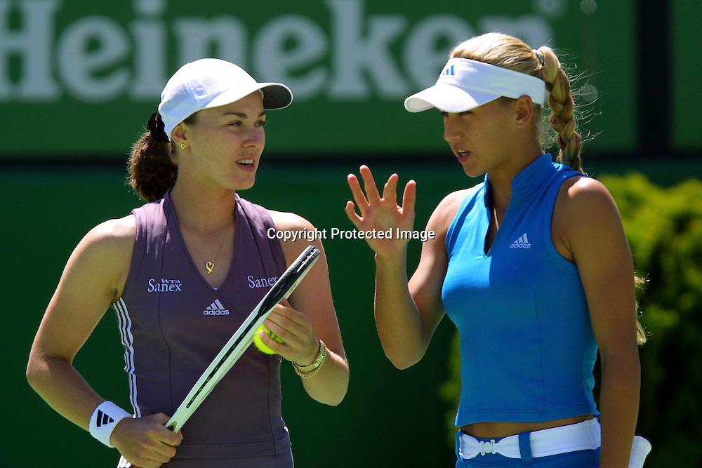 Sport,Tennis,Australian Open 2002,Grand Slam Turnier,.Anna Kournikova und Martina Hingis, Doppel, .17.01.2002,.Foto:Juergen Hasenkopf