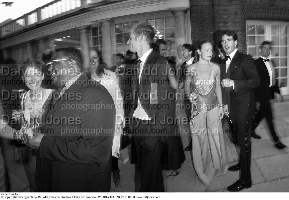 30th Aniversary Gala Dinner, Serpentine Gallery.20 June 2000<br />© Copyright Photograph by Dafydd Jones 66 Stockwell Park Rd. London SW9 0DA Tel 020 7733 0108 www.dafjones.com