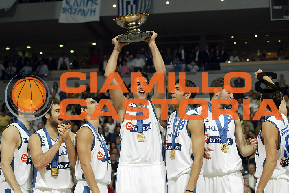 DESCRIZIONE : Belgrado Belgrade Eurobasket Men 2005 Premiazione Closing Ceremony<br /> GIOCATORE : Bourousis<br /> SQUADRA : Grecia Greece<br /> EVENTO : Eurobasket Men 2005 Campionati Europei Uomini 2005<br /> GARA : <br /> DATA : 25/09/2005<br /> CATEGORIA :<br /> SPORT : Pallacanestro<br /> AUTORE : Ciamillo&amp;Castoria/Fiba Europe Pool