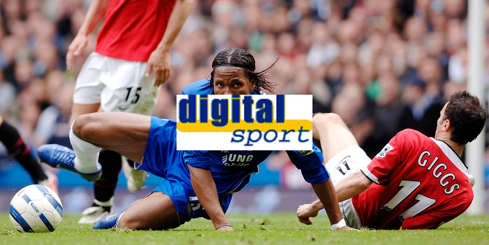 Photo: Daniel Hambury.<br />Chelsea v Manchester United. The Barclays Premiership. 29/04/2006.<br />Chelsea's Didier Drogba and United's Ryan Giggs battle.
