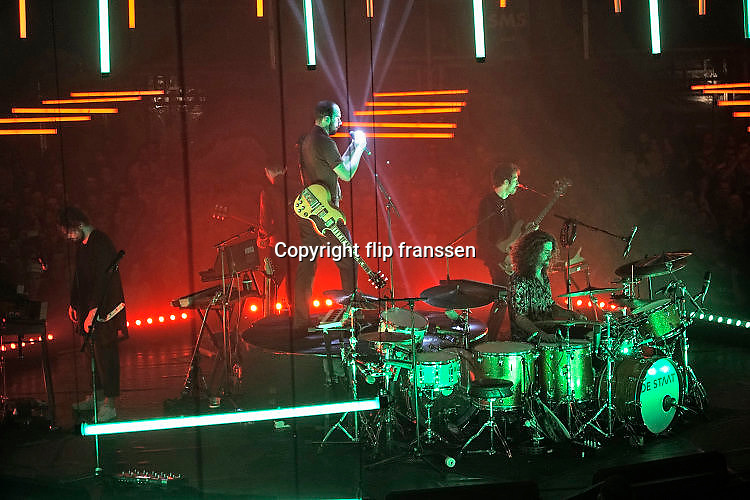 Nederland, the netherlands, Nijmegen, 19-11-2017Vandaag was het laatste live optrden in de concertreeks die De Staat geeft op het Vasim terrein.  Het optreden vindt plaats in een grote tent van de Markies, en het podium is rond en kan draaien. De lichtshow en techniek zijn van grensverleggend niveau. Foto: Flip Franssen