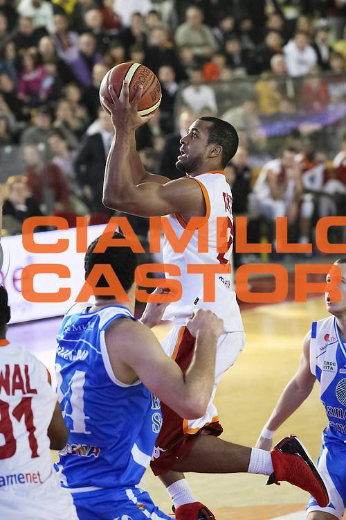 DESCRIZIONE: Roma Lega A 2012-13 Acea Virtus Roma Dinamo Sassari<br /> GIOCATORE : Jordan Taylor<br /> CATEGORIA :  tiro tecnica<br /> SQUADRA : Acea Virtus Roma<br /> EVENTO : Campionato Lega A 2012-2013 <br /> GARA : Acea Virtus Roma Dinamo Sassari<br /> DATA : 23/12/2012<br /> SPORT : Pallacanestro <br /> AUTORE : Agenzia Ciamillo-Castoria/N. Dalla Mura<br /> Galleria : Lega Basket A 2012-2013  <br /> Fotonotizia : Roma Lega A 2012-13 Acea Virtus Roma Dinamo Sassari