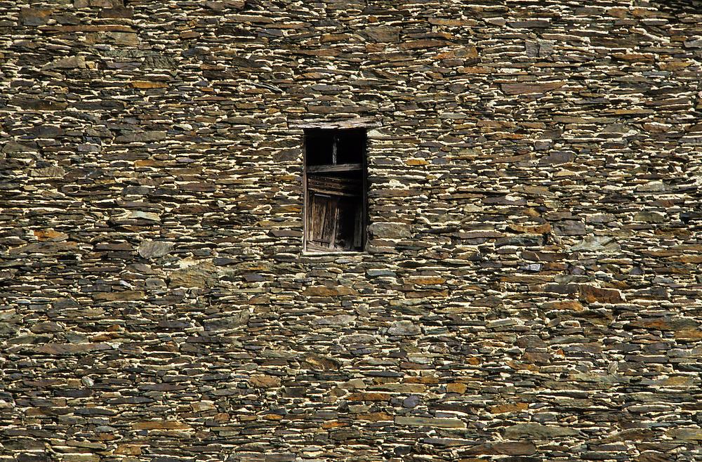 France, languedoc Roussillon, Gard, Cévennes, vallée du Rieutord, mur en schiste