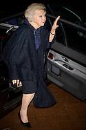 AMSTERDAM - Prinses Beatrix met Prinses Margarita en Tjalling ten Cate bij de premiere van Bankier van het Verzet in het DeLaMar Theater. Prinses Beatrix met onder andere Barry Atmsa, Jacob Derwig en Joram Lursen tijdens een ontmoeting met de cast van Bankier van het Verzet in het DeLaMar Theater.  copyright robin utrecht
