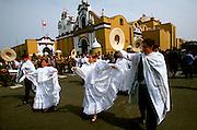 PERU, TRUJILLO, FESTIVALS Plaza de Armas; dancers
