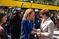 DEU, Deutschland, Germany, Berlin, 23.05.2019: CDU-Europakandidatin Hildegard Bentele und CDU-Chefin Annegret Kramp-Karrenbauer bei einer Verteilaktion an einem Wahlkampfstand der CDU auf dem Wittenbergplatz anlässlich der bevorstehenden Europawahl.
