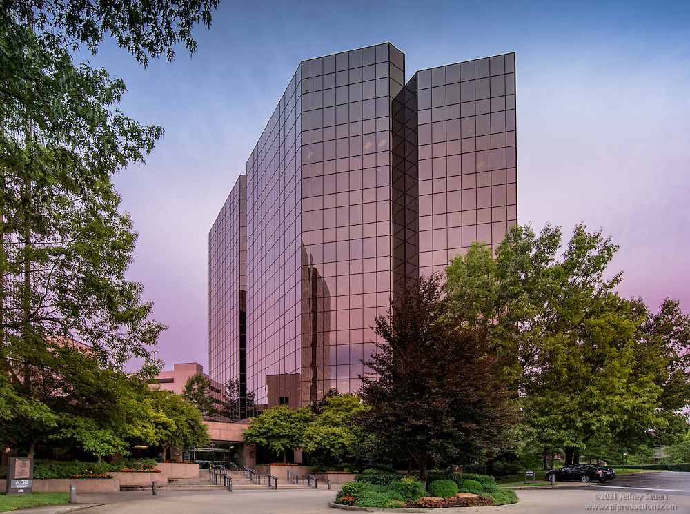Exterior image of Business Suites West End offices in Nashville Tennessee by Jeffrey Sauers of Commercial Photographics, Architectural Photo Artistry in Washington DC, Virginia to Florida and PA to New England