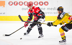 16.10.2016, Tiroler Wasserkraft Arena, Innsbruck, AUT, EBEL, HC TWK Innsbruck die Haie vs UPC Vienna Capitals,10. Runde, im Bild v.l.n.r.: Ondrej Sedivy (HC TWK Innsbruck Die Haie) und Sascha Bauer (UPC Vienna Capitals) // during the Erste Bank Erste Bank Icehockey 10th round match between HC TWK Innsbruck  die Haie and UPC Vienna Capitals at the Tiroler Wasserkraft Arena in Innsbruck, Austria on 2016/10/16. EXPA Pictures © 2016, PhotoCredit: EXPA/ Jakob Gruber