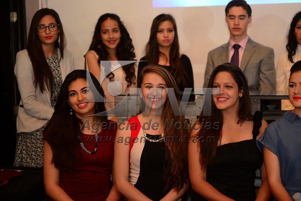 Toluca, México.- Con 19 participantes, entre ellas un varón, el certamen de Miss Teen Universe Estado de México, presento a sus concursantes para la competencia que se realizará el próximo 14 de mayo en el teatro del IMSS en Toluca.  Agencia MVT / Crisanta Espinosa