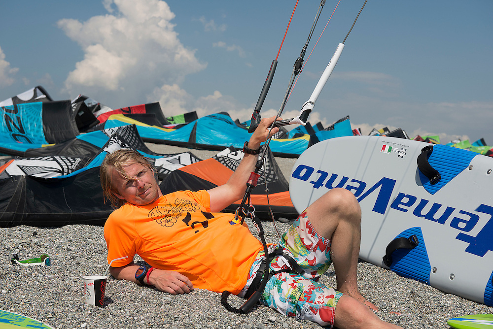 Petter Olstad (NOR), rests during the  European Kiteracing Champioship, Gizzeria (CZ), Italy