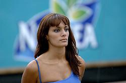 26-08-2006: VOLLEYBAL: NESTEA EUROPEAN CHAMPIONSHIP BEACHVOLLEYBALL: SCHEVENINGEN<br /> Showgirls, dancers, cheerleaders beach item<br /> ©2006-WWW.FOTOHOOGENDOORN.NL