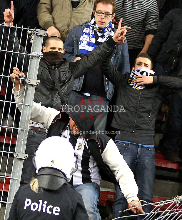 12.03.2011, Stade du Pays, Charleroi , BEL, JL,  Sporting Charleroi vs Standard Liège, im Bild Charleroi 's supporters breaks the fence and try to invade the pitch  during Jupiler Pro League Season 2010 - 2011 soccer match R Charleroi SC and  Standard. Saterday Mar. 12, 2011.  EXPA Pictures © 2011, PhotoCredit: EXPA/ nph/  Alain Sprimont       ****** out of GER / SWE / CRO  / BEL ******