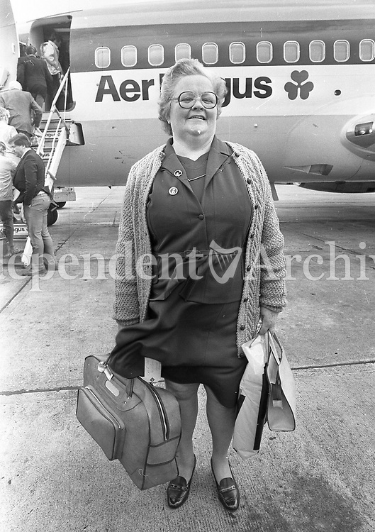 A passenger (name unknown) at Knock Airport for the first commercial Aer Lingus flights which took off on a pilgrimage to Rome. 1985.<br /> (Part of the Independent Newspapers Ireland/NLI Collection)