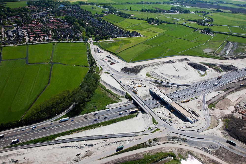 Nederland, Noord-Holland, Amsterdam-Zuidoost, 12-05-2009; verbreden van Rijksweg A2 ter hoogte van Abcoude. Om de doorstroming op de A2 structureel te verbeteren wordt de snelweg verbreed van 2x3 naar 2x5 rijstroken. Het weggedeelte tussen het knooppunt Holendrecht en Maarssen is een van de knelpunten die versneld wordt aangepakt om de economische schade ten gevolge van de files te bepreken. De versnelde aanpak is het mogelijk dankzij een speciale Spoedwet  .Swart collectie, luchtfoto (toeslag); Swart Collection, aerial photo (additional fee required).foto Siebe Swart / photo Siebe Swart