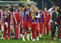 FUSSBALL  DFB POKAL FINALE  SAISON 2013/2014 Borussia Dortmund - FC Bayern Muenchen     17.05.2014 Claudio Pizarro (li) und Bastian Schweinsteiger (v.l., beide FC Bayern Muenchen) jubeln mit dem DFB Pokal