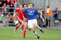 Fotball ,  05. august 2008 ,  Privatkamp , Vålerenga - Liverpool 1-4<br /> <br /> Valerenga - Liverpool<br /> Yossi Benayoun , Liverpool<br /> Jarl Andre Storbæk , Vålerenga