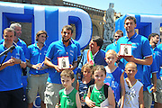 DESCRIZIONE : Firenze Raduno Collegiale Nazionale Italiana Maschile Premiazione Consegna Chiavi Cittˆ Firenze<br /> GIOCATORE : Marco Bellinelli Renzi Andrea Bargnani<br /> SQUADRA : Nazionale Italia Uomini <br /> EVENTO : Raduno Collegiale Nazionale Italiana Maschile <br /> GARA : Allenamento<br /> DATA : 15/07/2010 <br /> CATEGORIA : Premiazione<br /> SPORT : Pallacanestro <br /> AUTORE : Agenzia Ciamillo-Castoria/M.Gregolin<br /> Galleria : Fip Nazionali 2010 <br /> Fotonotizia : Firenze Raduno Collegiale Nazionale Italiana Maschile Premiazione Consegna Chiavi Cittˆ Firenze<br /> Predefinita :