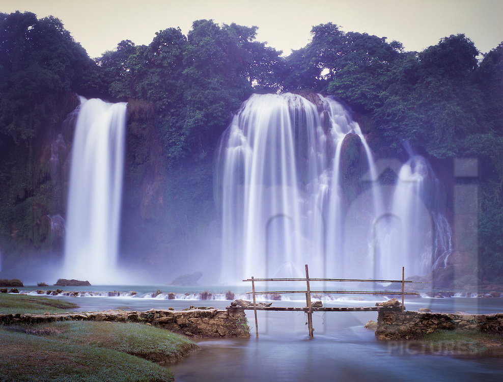 Ban Gioc waterfalls, Trung Khanh District, Cao Bang Province, Vietnam, Southeast Asia